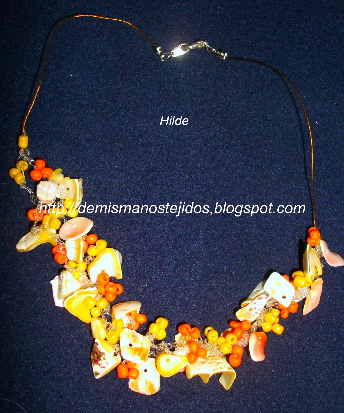 3bb9eec515db Collar tejido a crochet con escamas y mostacillas checas
