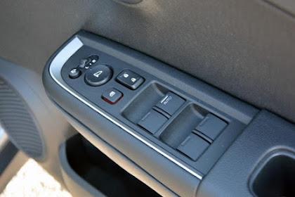 Trik Mengurangi Suara Deru Angin Saat Jendela Mobil Dibuka