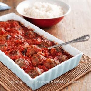 كرات اللحم والباذنجان المدخن مع صلصة الطماطم