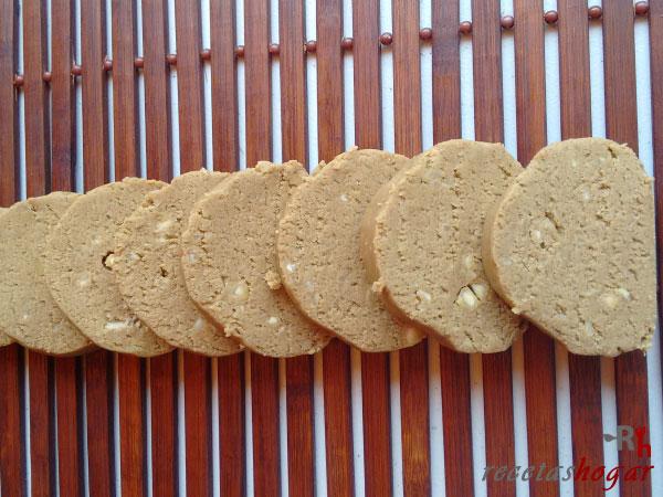 Receta de la pella de gofio canario con miel y almendras