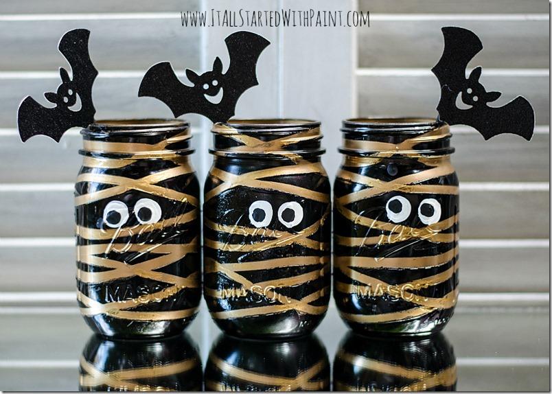 25 best Halloween DIY to use Mason jar. Halloween Mason jar craft ideas for kids. Halloween luminaries and treat crafts ideas. Ghost and mummies decoration on Mason jar. Best Halloween Decoration ideas. Home décor ideas from mason jar. Ghostly mason jar print on Halloween.