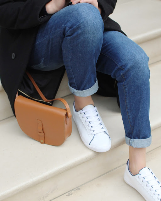 tan leather bag, tan cross body bag, white trainers, boyfriend jeans, fwis, casual chic