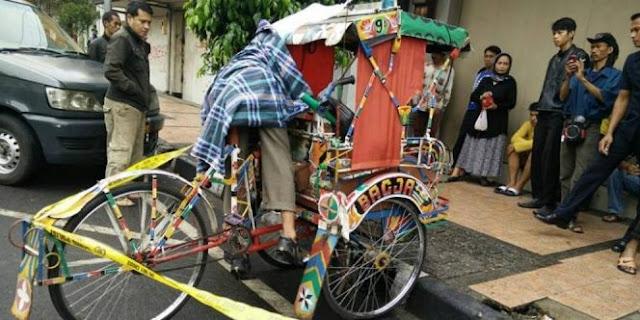 Kakek Pengayuh Becak Ini Meninggal Di Kursi Kemudi Becaknya