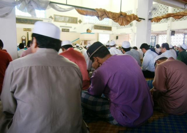 Jemaah Masjid Heran Imam Baca Khutbah Pelik Semasa Solat Jumaat