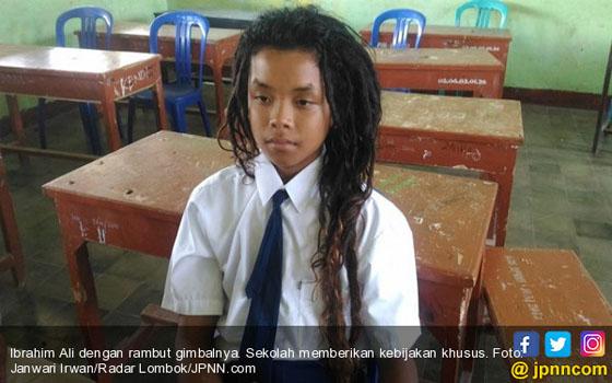 Foto: Ibrahim Ali, Siswa SMP Yang Berambut Gimbal ala Bob Marley