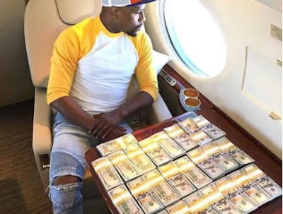 Photograph: Floyd Mayweather Shows Off $100 Bills On His Private Jet Ahead Of Conor McGregor Mega Fight