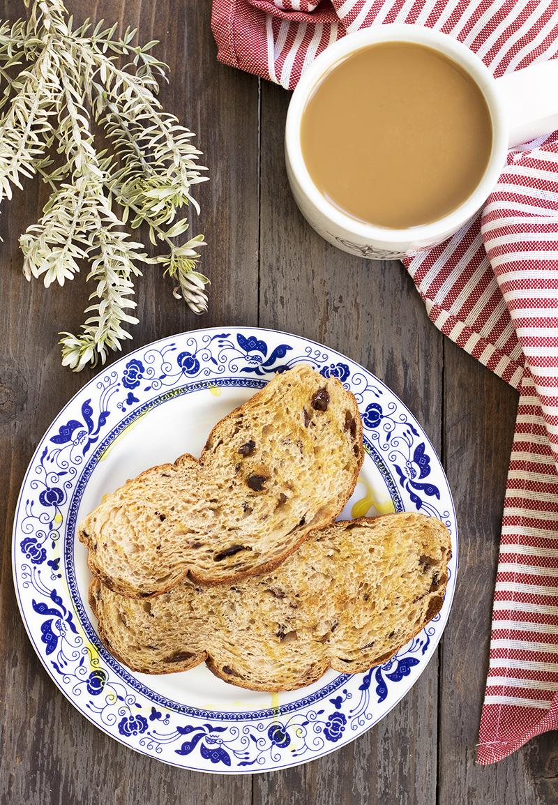 Lumière & Lens, fresh bread, flaylay, wooden flatlay, europane