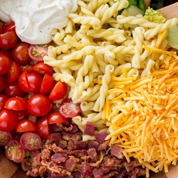 15-Minute BLT Pasta Salad #healthysalad #diet