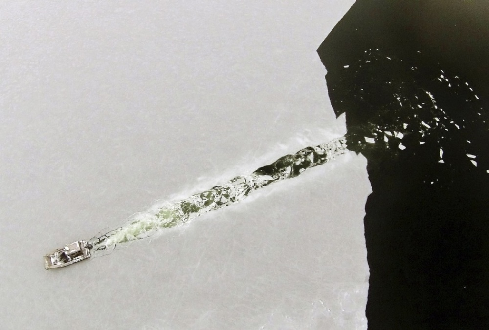 The 100 best photographs ever taken without photoshop - A boat cuts through newly-formed ice in Marion Bay
