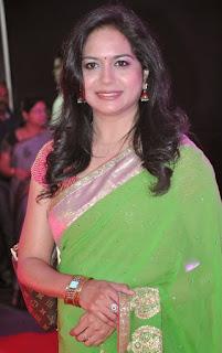 singer-sunitha-in-green-saree