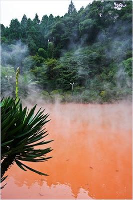 บ่อน้ำพุร้อนสีเลือดเมืองเบปปุ (Blood Pond Hot Spring)