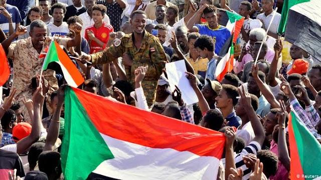 Szudáni hatalomátvétel - A katonai tanács bejelentette a hírszerzés vezetőjének távozását
