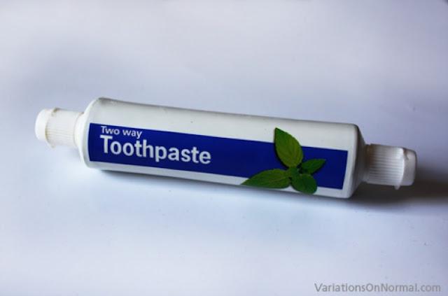 معجون أسنان ذو اتجاهين