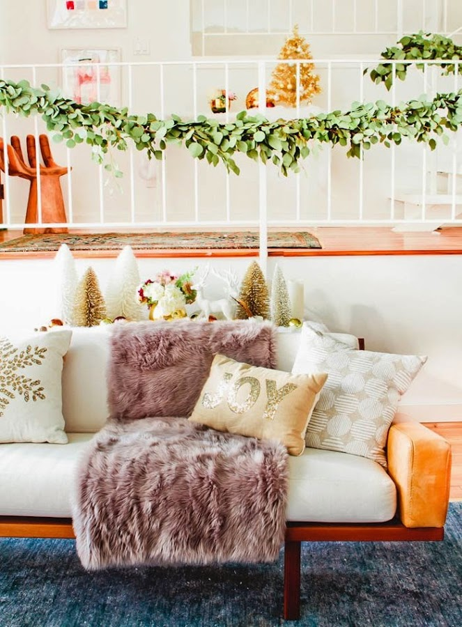 Decoracion de Navidad con guirnaldas de eucalipto