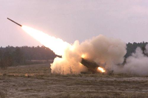 menembakkan rudal jarak jauh dengan dipandu GPS