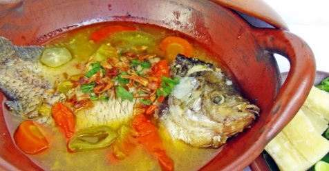 Kisah Inspiratif: 'Sebenarnya.. Ibu Tidak Terlalu Suka Makan Ikan Nak..'