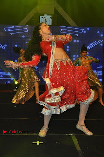 Bollywood Actress Model Sunny Leone Dance Performance in Red Half Saree at Rogue Audio Launch 13 March 2017  0114.jpg