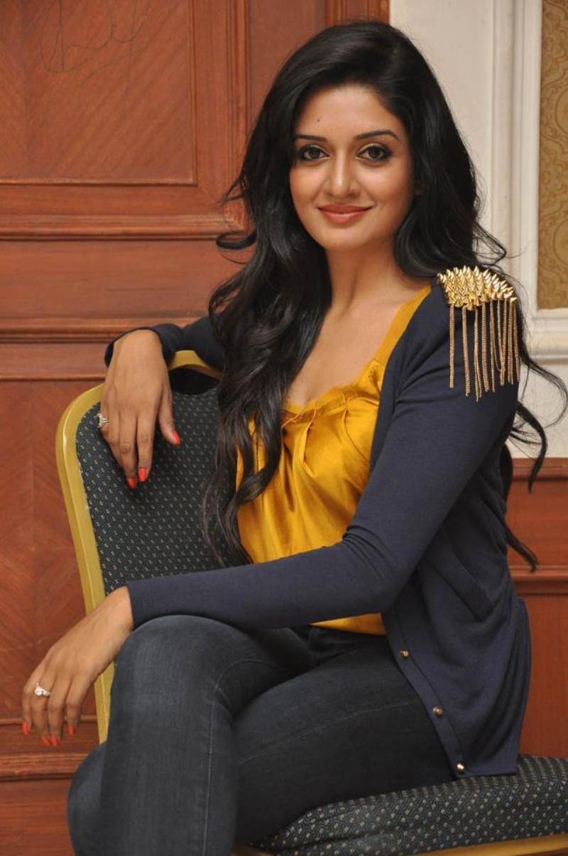 Vimala Raman New Cute Stills In Yellow Dress