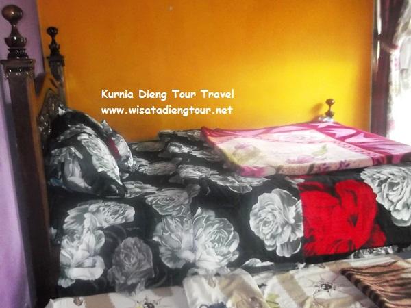 tempat tidur homestay flamboyan dieng