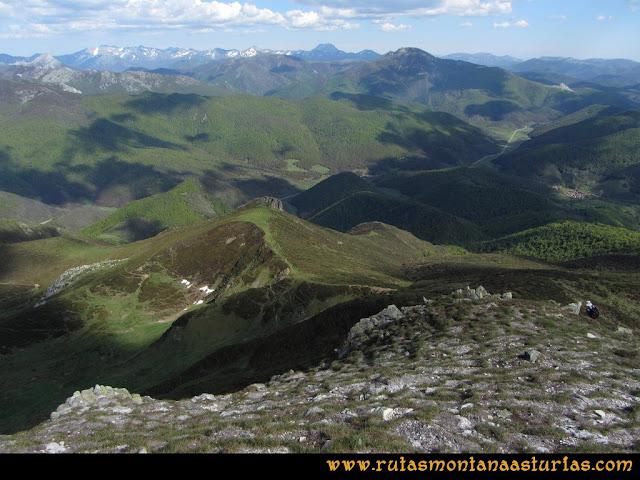 Transcantábrica Tarna-Ponga: Bajando del Pozúa al Puerto del Pontón