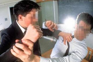 تلميذ يعنف أستاذا منعه من الغش في امتحان الباك