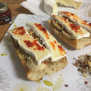 tosta Picante De Camembert Y Brevas