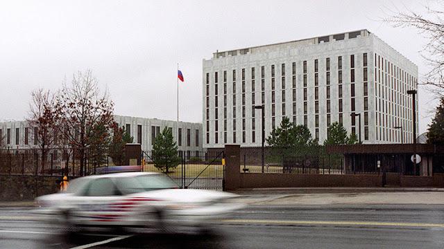 EE.UU. expulsa a 35 diplomáticos rusos y cierra dos supuestos complejos de Inteligencia