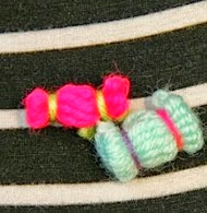 http://translate.googleusercontent.com/translate_c?depth=1&hl=es&rurl=translate.google.es&sl=nl&tl=es&u=http://homemadeatmyplace.blogspot.com.es/2013/09/make-it-yarn-candies-with-fork.html&usg=ALkJrhioRkT19zgFV1jR1Ur07I0xFl18Xw#links
