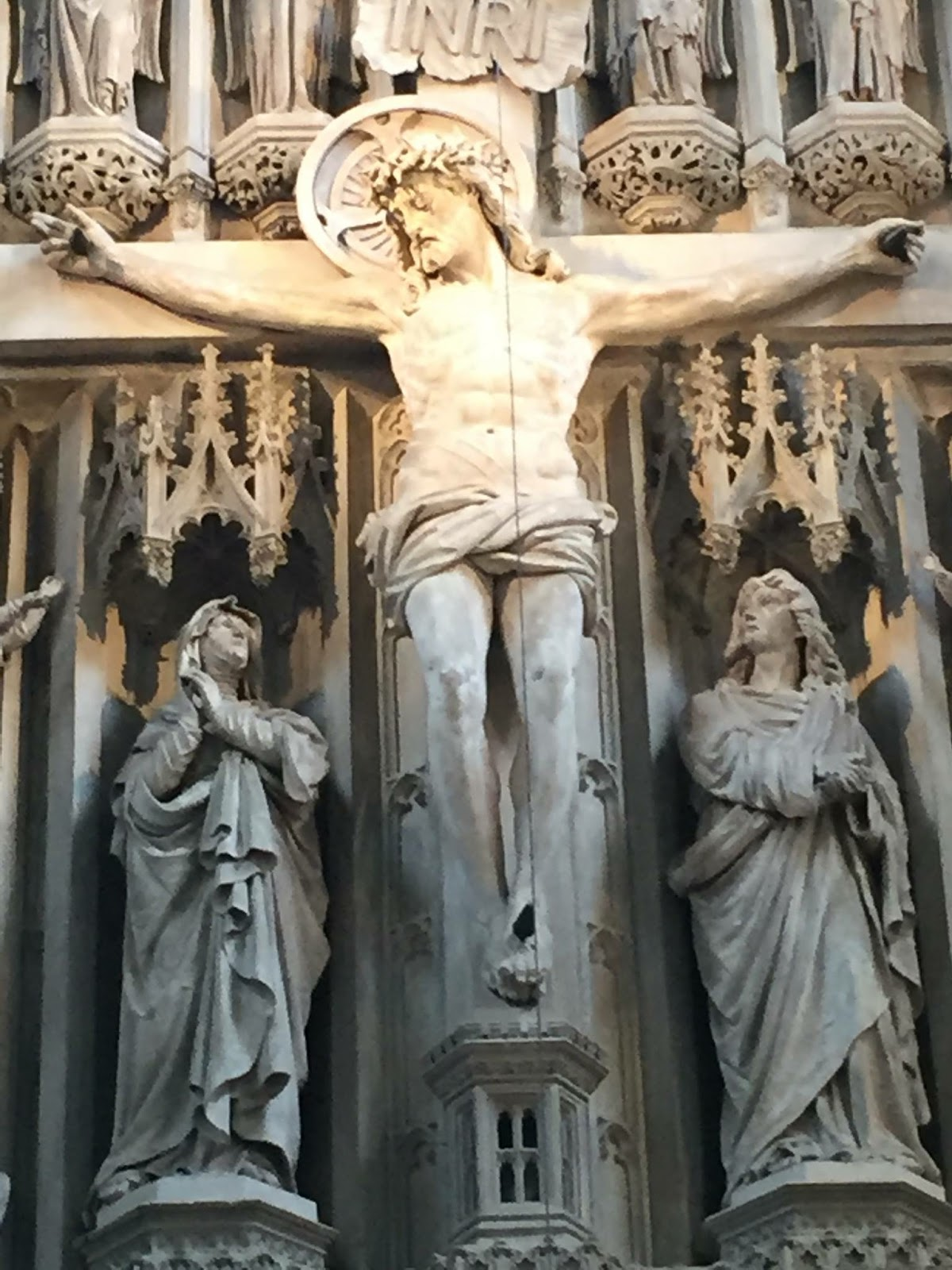 Alter Jesus on the Cross