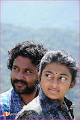 Tholipremalo Movie Stills-thumbnail-2