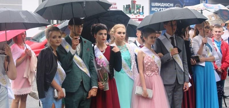 Свято випускників у Кременці 📷