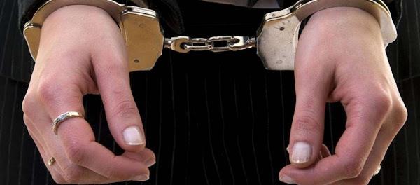 «Σπάει» τη σιωπή της η 49χρονη που μαχαίρωσε τον κουμπάρο της - «Κάρφωσα τον διάβολο» είπε πηγαίνοντας στις φυλακές
