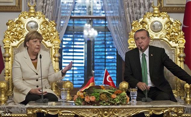 Η Μέρκελ δίνει «έξοδο κινδύνου» στον Ερντογάν