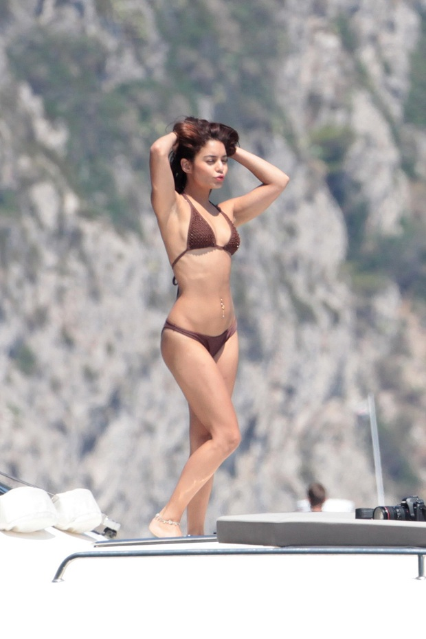 Vanessa Hudgens strikes a pose and flaunts bikini body in Italy