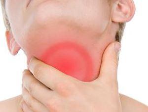 Ilustração de gargarejo para garganta inflamada