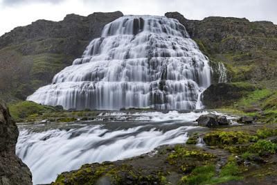 Cuando vayas a  Ísafjörður no dudes en visitar la cascada de Dynjandi