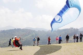 Ingin menguji adrenalin dan perasaan terbang di ketinggian 1.300 meter di atas permukaan laut, dengan tangan dan kaki bebas di udara ini sangat menyenangkan tidak perlu jauh ke luar negeri di Puncak juga ada. Jadi bisa menghemat biaya anda kalau hanya ingin merasakan terbang di langit. Langsung saja rencanakan liburan anda di daerah Puncak Bogor Jawa Barat.