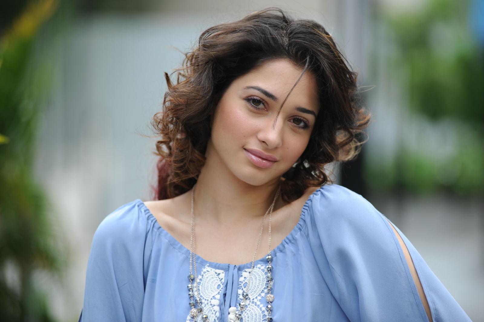 Tamanna Latest: Tamanna Cute Face Expression Nice Looking Pics-4