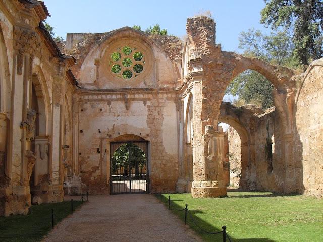 visita interior al Monasterio de Piedra