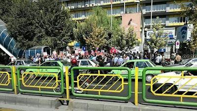 تجمع احتجاجي لعمال وطلاب ومعلمين لإطلاق سراح السجين السياسي«رضا شهابي»