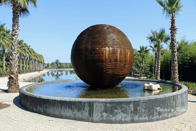 Lago de las palmeras de Buddha Eden