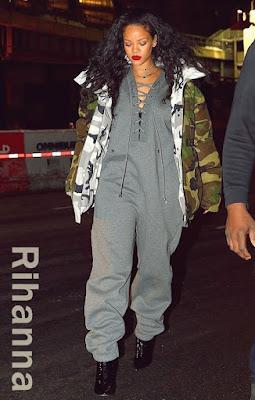 リアーナ(Rihanna)は、カナダグース(Canada Goose)とヴェトモン(Vetements)コラボのパーカージャケット、フェンティプーマ(Fenty Puma)とリアーナ(Rihanna)コラボのジャンプスーツ、バレンシアガ(Balenciaga)のブーツを着用。