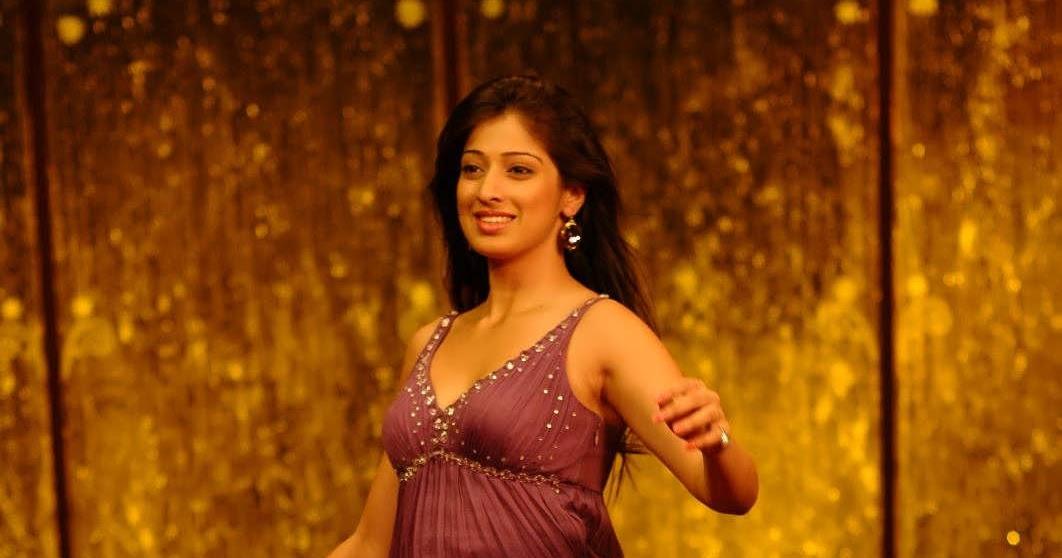 Funny Pictures Gallery: Lakshmi Rai Hot Images