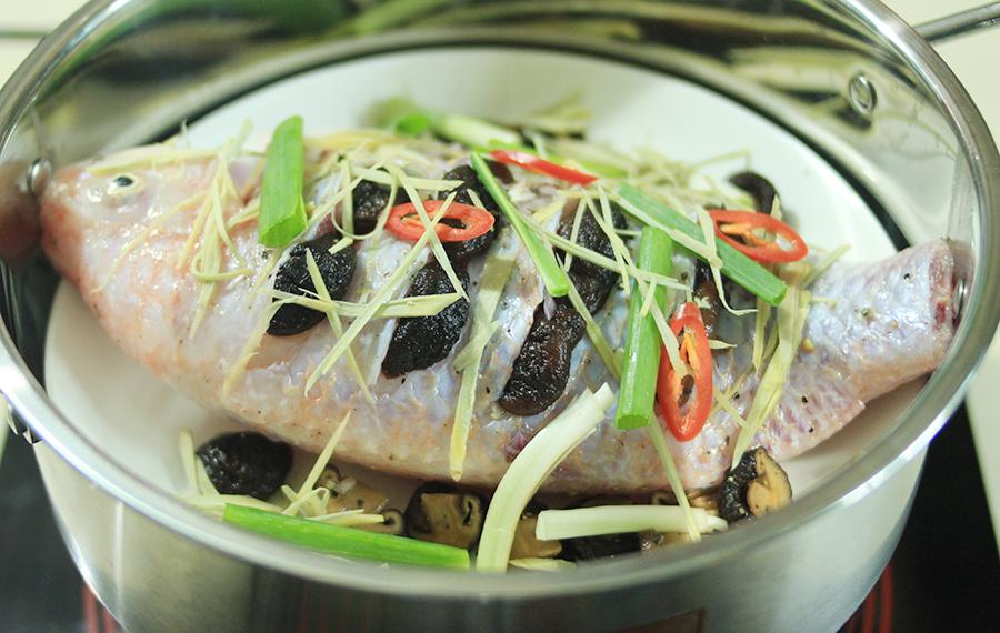 Cách làm cá điêu hồng hấp gừng hết tanh thơm phức ngon tuyệt