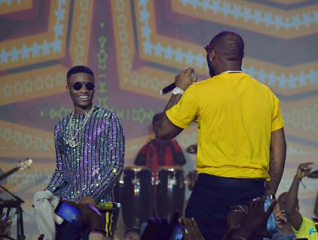Davido and Wizkid reconcile, performing together