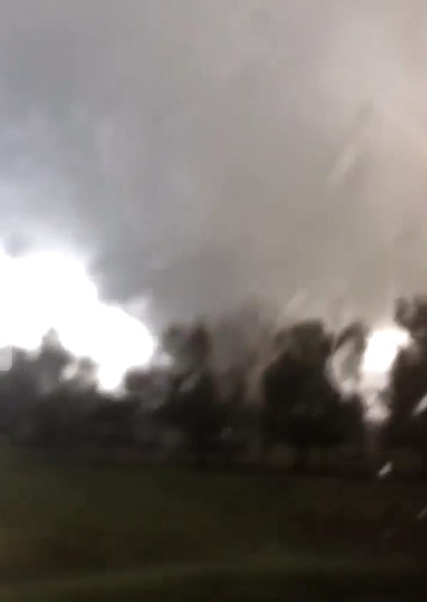 VIDEOS: multiples tornados se estan formando en luisiana.