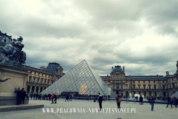paryż szklana piramida
