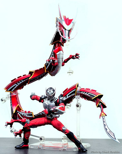 S.H.Figuarts Kamen Rider Ryuki and Dragreder set action figures