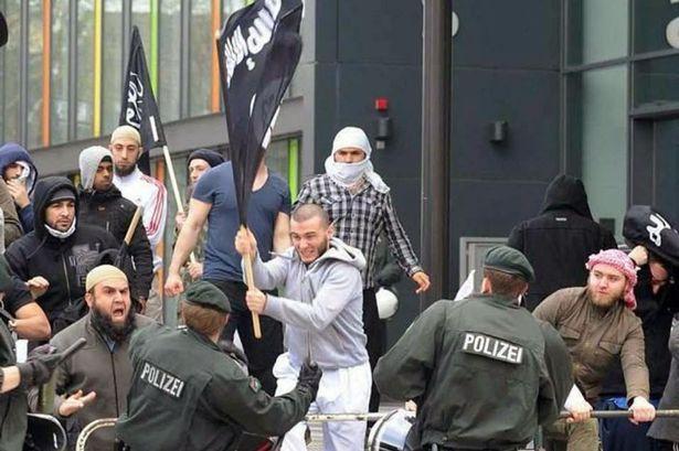 Γερμανία: Μέλη του ISIS εκπαιδεύονται για... πρόσφυγες
