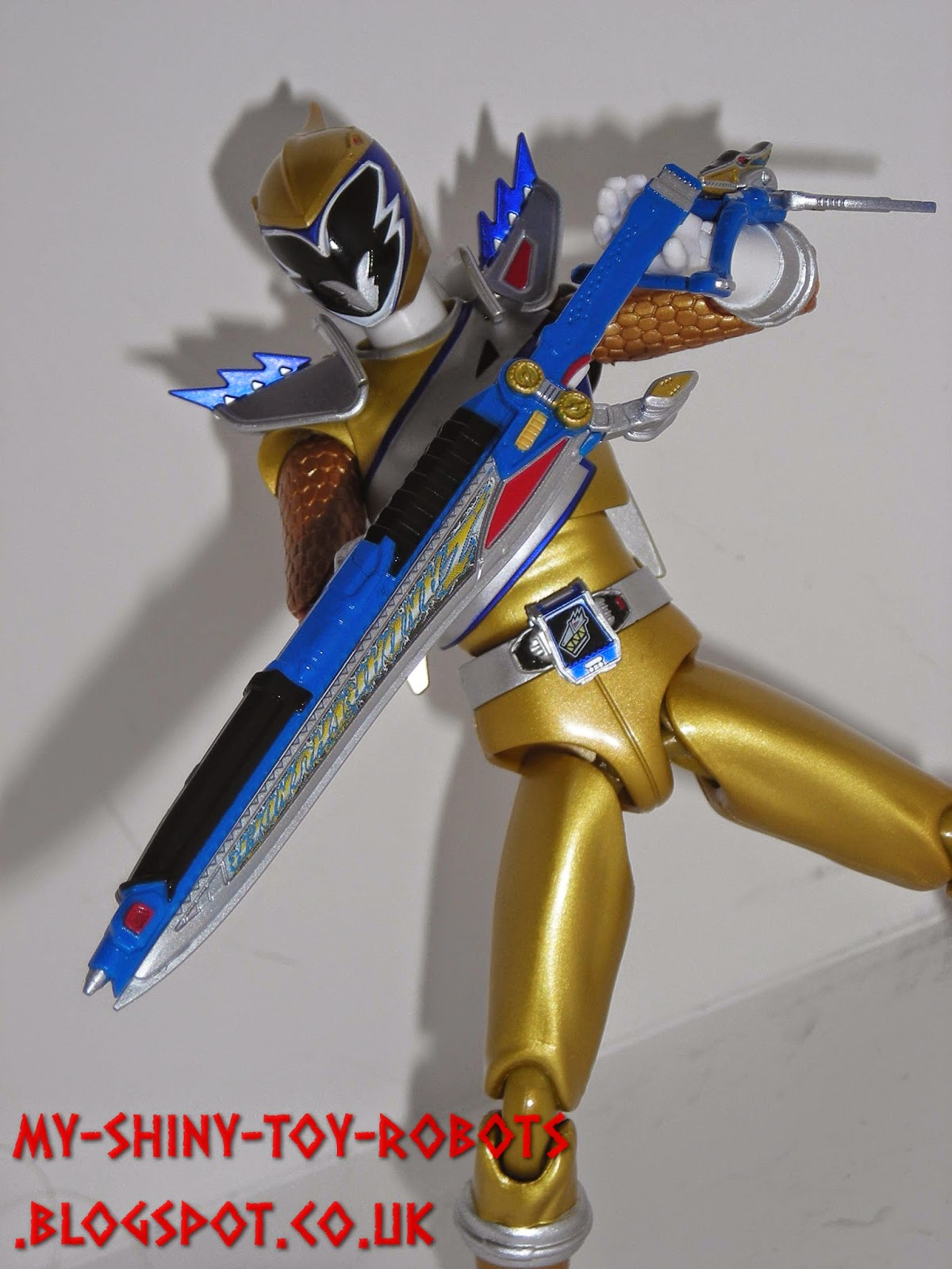 Kyoryu Gold ready for action!